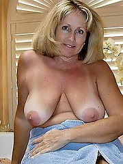 Ultra-sexy experienced MILF taking off her dress