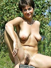 Explosive mature milf demonstrating her skills