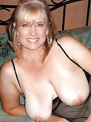 Gorgeous mature cutie cheating like a pro