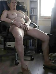 Mature mom exposing her sexy lines